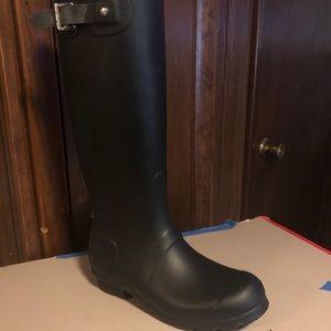 Hunter matte rain boots size 6 never worn.